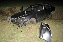 Noční nehoda poblíž Pohořelic na Brněnsku. Opilá řidička BMW se v protisměru bočně střetla s dalším autem.