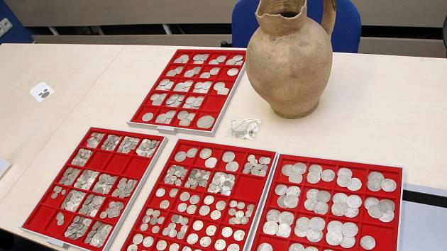 Zajištěné mince z nálezu, který nebyl odevzdán osobou na Blanensku.