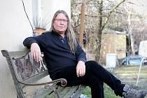 Roman Dragoun je český hudebník, klávesista, zpěvák a skladatel. Hrál, či stále hraje v rockových skupinách Progres 2, Futurum, Stromboli a T4, vydal několik sólových alb.