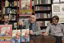 Knihu Diskrétní zóna Brňanům přestavili redaktor Tomáš Němeček a předseda Ústavního soudu Pavel Rychetský, kteří navštívili Knihkupectví Barvič a Novotný v České ulici.