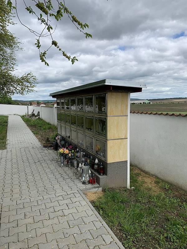 Márnice na hřbitově v Branišovicích se dočkala opravy.