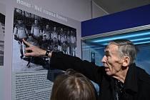 Osobnosti při závěru výstavy Branky Body Brno a poctě Eduardu Fardovi.
