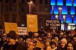 Tři a půl tisíce lidí protestovalo v pondělí večer na brněnském náměstí Svobody proti zvolení nového předsedy sněmovní komise pro kontrolu Generální inspekce bezpečnostních sborů (GIBS). V jejím čele nechtějí někdejšího člena SNB Zdeňka Ondráčka.