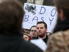 Protestní setkání Brno za slušnost na brněnském Moravském náměstí.