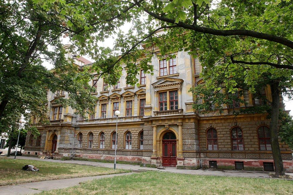Neorenesanční škola - Šujanovo náměstí