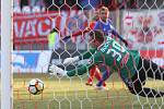 Fotbalisté Zbrojovky Brno (v červeném) porazili Olomouc 1:0.