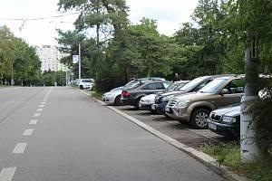 V brněnské Purkyňově ulici má vzniknout nové záchytné parkoviště. Místní lidé se bouří.