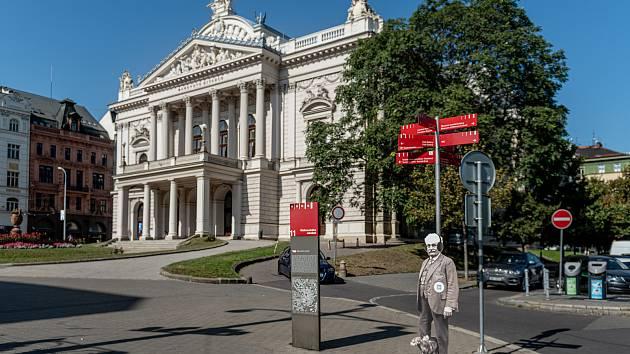 Janáček z papíru láká v Brně na festival, lidé si mohou z obleku naskenovat kód