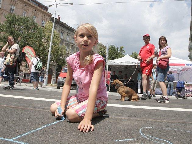 Ulice se na několik hodin proměnila v promenádu plnou lidí. Ti mohli například soutěžit o celoroční přenosnou jízdenku.