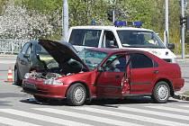 Tři zranění si vyžádala dopravní nehoda v brněnské Líšni. Dvě osobní auta se střetla na křižovatce ulic Novolíšeňská a Jedovnická.
