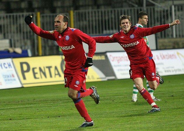 NÁVRAT ŠPÍLMACHRA. Tomáš Polách (vlevo) v utkání s Bohemians nalezl jarní formu.