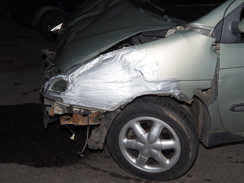 Osobní auto nedalo v úterý brzy ráno přednost motorkáři v v brněnské Bauerově ulici a oba řidiči se srazili. Viník z místa nehody ujel.