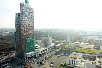 AZ Tower, nejvyšší budova v České republice, se novým nájemníkům otevře v létě roku 2013.