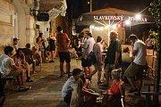 Pouliční party v Jaselské ulici.