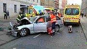 Nehoda v brněnské ulici Cejl. Srazila se tramvaj s autem.