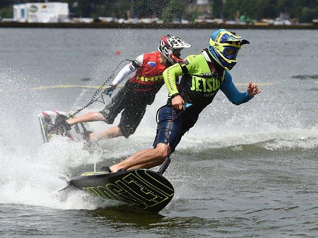 Na surfech se loni jezdilo nejen před Moto GP, ale také při festivalu Ignis Brunensis. Na snímku Jakub Kornfeil.