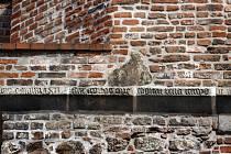 Nápis v Denisových sadech vítal i poutníky, kteří do Brna prošli Židovskou bránou v ústí dnešní Masarykovy ulice. Jestli je pravý, nevědí ani historikové.