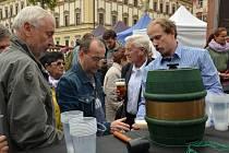 Brňané za slavným bavorským svátkem piva nemusí jezdit až do Německa. Známý Oktoberfest si užijí přímo na Zelném trhu v centru města.