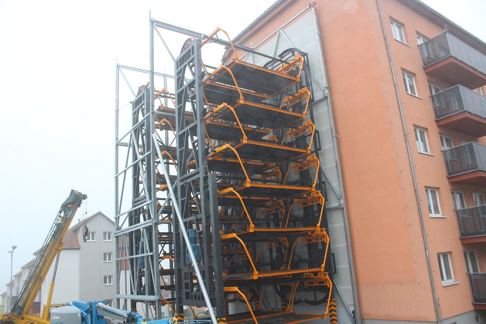 V Nachové ulici v Řečkovicích vzniká výtah pro auta.