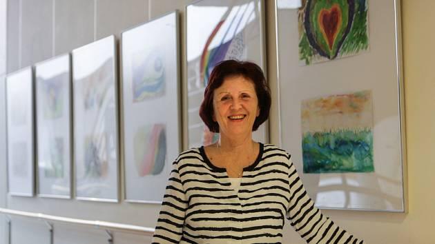 Sedmadvacet obrázků namalovaly vodovými barvami členky Aliance žen s rakovinou prsu a vystavily je v chodbách brněnského Masarykova onkologického ústavu.