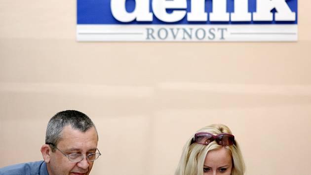 Vedoucí tarifního odboru brněnského dopravního podniku Vít Prýgl a jeho mluvčí Hana Pohanová odpovídají na otázky v on-line rozhovoru v brněnském Deníku Rovnost