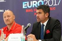 Generální manažer české reprezentace Luděk Zelenka (vlevo) složil ambiciózní tým na Euro, které do Brna získal prezident Světové federace malého fotbalu Filip Juda (vpravo).