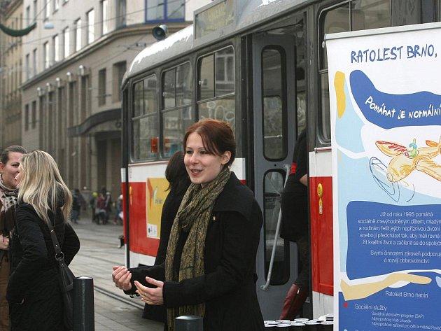 Po Brně jezdí tramvaj, která připomíná galerii.