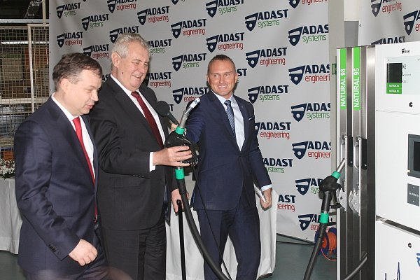 Prezident Miloš Zeman navštívil na Blanensku zkušebnu turbín společnosti ČKD Blansko Engineering vHorní Lhotě. Ataké podnik Adast Systems vAdamově.