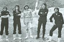 Snímek členů Progres 2 z konce sedmdesátých let pořízený u příležitosti vydání desky kapely Dialog s vesmírem.