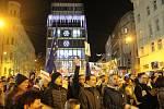 Přes tisíc lidí se ve čtvrtek večer sešlo na brněnském Malinovského náměstí. Požadují odstoupení premiéra Andreje Babiše.