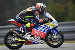Jakub Kornfeil (na snímku) skončil v Moto3 devátý, Salač nedojel.