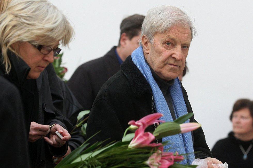 Pohřeb tenistky Jany Novotné na Ústředním hřbitově v Brně. Na snímku Jan Kodeš.