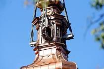 Výměna střechy severní věže kostela Narození Panny Marie ve Vranově.