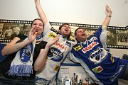 Fanoušci Komety slaví postup do finále.