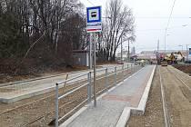 Opravená tramvajová smyčka Ústřední hřbitov.