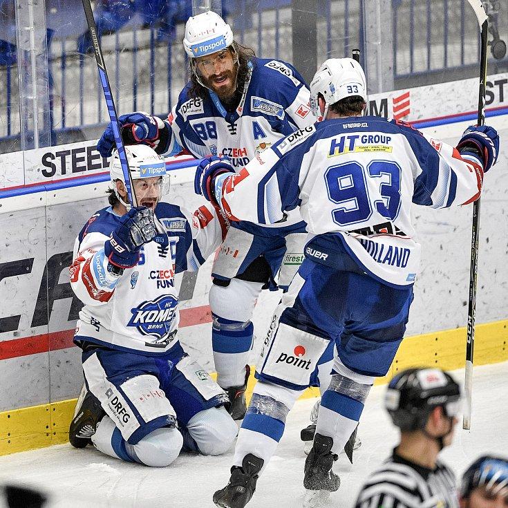 Utkání předkola play off hokejové extraligy - 5. zápas: HC Vítkovice Ridera - HC Kometa Brno, 16. března 2021 v Ostravě. Brno oslavuje postup do play off (zleva) Martin Zaťovič z Brna, Peter Randy Mueller z Brna a Rhett Holland z Brna).