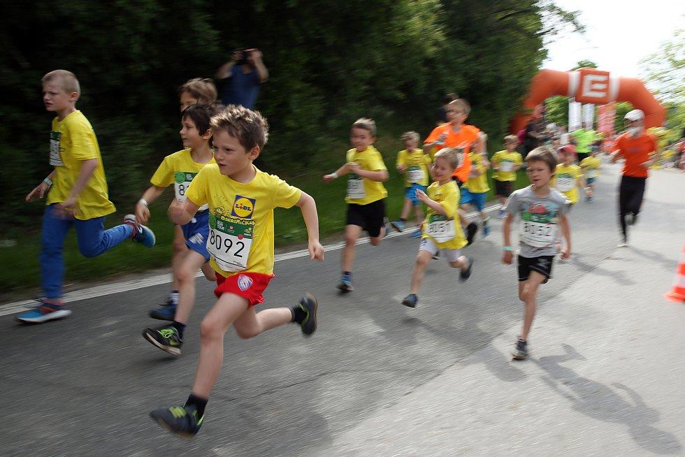 Přes šest stovek malých i velkých závodníků běželo po hrázi brněnské přehrady. Tradiční závod Čez Runtour s mnohaletou tradicí se běží v různých městech České republiky. Dalšími v pořadí jsou Ostrava a Praha.