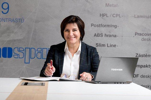 Jednatelka Sylva Krechlerová zasvětila Kronospanu celou svoji pracovní kariéru.