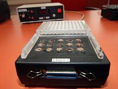 Přístroj, díky kterému brněnští vědci přišli na překvapivé možnosti léčby rakoviny.