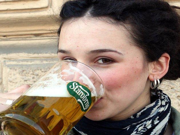 Zelený čtvrtek oživilo i speciální zelené pivo.