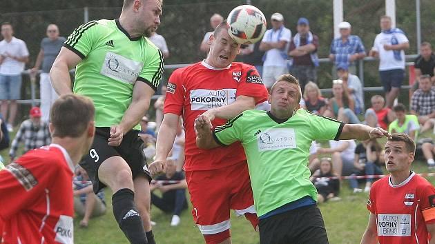 Fotbalisté Rajhradic (na snímku v zelených dresech) patří mezi favority letošního ročníku I. A třídy.