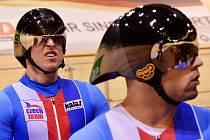 Týmový sprint závisí na nasazení a výkonu tří dráhařů. Na snímku Tomáš Bábek a David Sojka (vpravo).