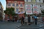 Protest na Zelném trhu proti kontroverzní hře.