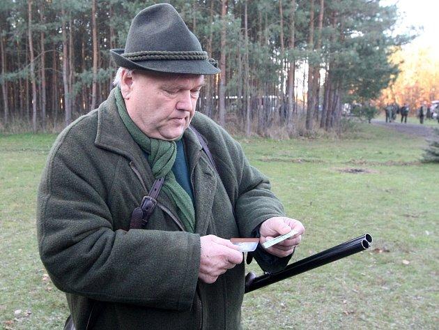 Policisty na honu v Židlochovicích zajímaly myslivecké zbraně, doklady k nim a také to, jestli účastníci akce nepili alkohol.