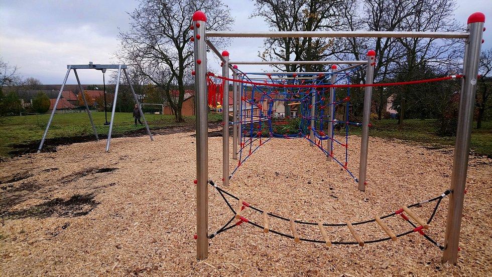 Dětské hřiště v Medlovicích je pro veřejnost otevřené.