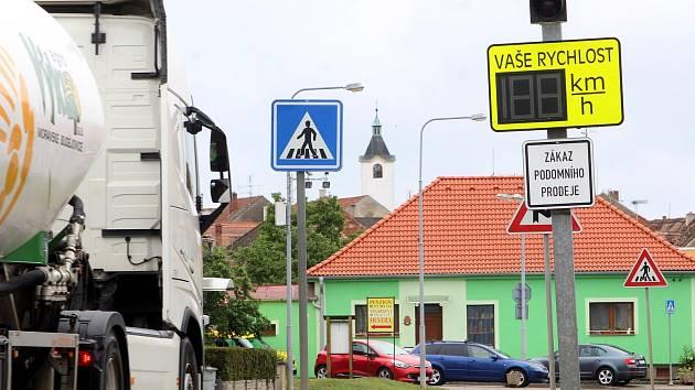 Kamery úsekového měření rychlosti v Kuchařovicích u Znojma. Ilustrační foto.