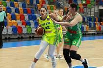 Basketbalistky KP Brno (v zeleném Emily Potterová) prohrály v semifinále ŽBL s USK Praha 0:3 na zápasy.