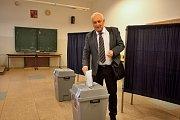 Rektor brněnského VUT volil při prezidentských volbách na gymnáziu v Řečkovicích.