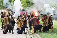 Kopec pod brněnským hradem Špilberk zaplnila bitevní vřava. Lidé přihlíželi rekonstrukci obléhání Brna z roku 1645.