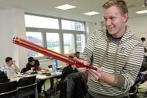Roboty ze stavebnice Merkur stavěli středoškoláci na Vysokém učení technickém v Brně.